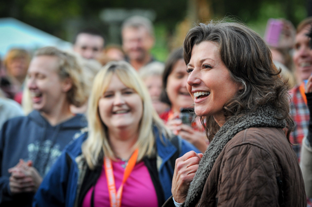 Amy Grant smiling with fans